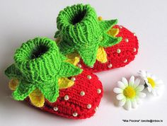 Knitted Baby booties Red Strawberry baby girls shoes christmas handmade hand knit baby shoes toddler shoes / size M Crochet Baby Shoes, Crochet Baby Booties, Diy Crochet, Knitted Baby, Knit Shoes, Baby Knits, Baby Sweater Knitting Pattern, Baby Knitting, Baby Christmas Gifts
