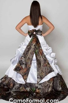 Camo wedding dress (i want this for my wedding its too cut to please both sides) Outdoor Wedding Dress, Country Wedding Dresses, Country Weddings, Wedding Country, Vintage Weddings, Lace Weddings, Western Weddings, Orange Weddings, Country Engagement