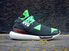 adidas y3 qasa high black neon 01 570x424 adidas Y 3 Qasa High Black Neon White