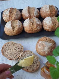 Celozrnné žemle posypané semiačkami   Recepty - Mykitchendiary.sk Food And Drink, Bread, Hampers, Brot, Baking, Breads, Buns