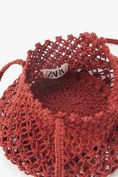 Diy Crochet Bag, Crochet Pouf, Crochet Motifs, Crochet Patterns, Crochet Barbie Clothes, Macrame Bag, Macrame Design, Mini Crossbody Bag, Macrame Patterns