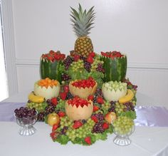 Great way to use melons as bowls to hold individual fruits - Fruit Displays For Weddings Fruit Tables, Fruit Buffet, Fruit Platters, Cheese Platters, Buffet Tables, Party Platters, Party Buffet, Fruit Centerpieces, Edible Arrangements