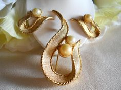 Vintage Sarah Coventry Symphony Brooch and by JanesVintageJewels, $25.00