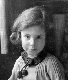 Hedwig Zander (*Amsterdam, February Hedwig was murdered in Sobibór on July She reached the age of 12 years. Hedwig, The Lost World, World War Two, Holocaust Children, Family Relations, Never Again, Young Life, Losing A Child, Children
