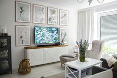 Jak stworzyć galerię ścienną? ~ Od inspiracji do realizacji Flat Screen, Gallery Wall, Blog, Home Decor, Blood Plasma, Decoration Home, Room Decor, Flatscreen, Blogging