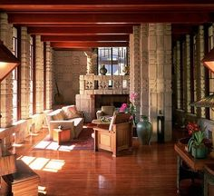 Frank Lloyd Wright : Architectural Digest
