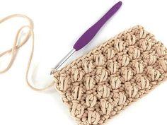 TUTORIAL PUNTI UNCINETTO - VARIANTE PUNTO NOCCIOLINA - La Fede Intrecci Preziosi - YouTube Free Crochet Bag, Crochet Clutch, Crochet Handbags, Crochet Purses, Knit Crochet, Crochet Bag Tutorials, Crochet Videos, Crochet Projects, Knitting Patterns
