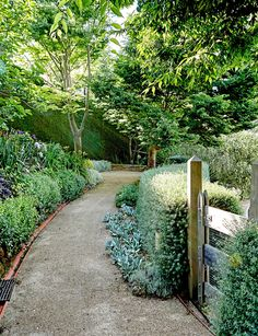 9 things to consider when building garden paths - Homes To Love