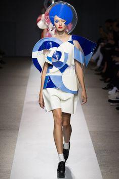 Junya Watanabe Spring 2015 Ready-to-Wear Fashion Show Space Fashion, Fashion Art, Fashion Show, Fashion Design, Fashion Spring, Trendy Fashion, High Fashion, Fashion Trends, London Fashion