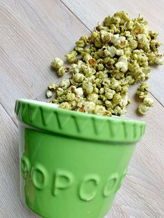 Stove top popcorn topped with a gorgeous matcha powder for a distinctive taste and colour. Popcorn Recipes, Dog Food Recipes, Snack Recipes, Coffee Soap, Best Shakes, Health Snacks, Appetizers For Party, Matcha, Food Print