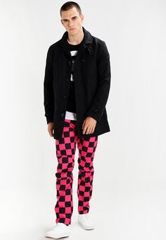 ¡Consigue este tipo de pantalón básico de G-star ahora! Haz clic para ver los detalles. Envíos gratis a toda España. GStar PHARRELL WILLIAMS ELWOOD X25 3D  Pantalón de tela rebel pink/black ao: GStar PHARRELL WILLIAMS ELWOOD X25 3D  Pantalón de tela rebel pink/black ao Ropa   | Material exterior: 100% algodón | Ropa ¡Haz tu pedido   y disfruta de gastos de enví-o gratuitos! (pantalón básico, basic, basico, basica, básico, basicos, casual, clasica, clásico, clasicas, clásicas, c...