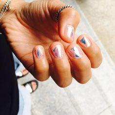 «너를 #프리즘네일 이라 하겠다 ㅋㅋ 넘 이쁘니깐 love iceblue #glassnails #유리조각네일 #아이스블루 #prism #prismnails #nail #unistella #유니스텔라 #holographic #hologramnails»