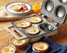 Sunny-Side Up Breakfast Pies (Williams-Sonoma) This almost makes me wish I had a Breville Mini Pie Maker! Breakfast And Brunch, Breakfast Recipes, Breakfast Cups, Sunday Brunch, Breakfast Ideas, Mini Pie Recipes, Gourmet Recipes, Cooking Recipes, Cafe Recipes