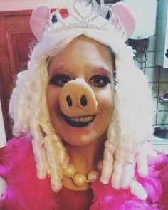 Pin for Later: These 130+ DIY Nostalgic Costumes Will Make You Feel Like a Kid Again Miss Piggy From The Muppets