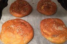 Der perfekte Ersatz für Brotwaren: gesunde kleine Quark-Fladenbrote ohne Mehl. Die Zubereitung nimmt nur 5 Minuten in Anspruch. Backzeit 40 Minuten.