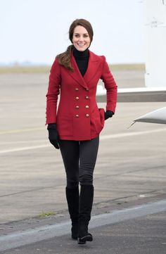 FEBRUARY 2017 Duchess Kate visits the Royal Air Force Air Cadets at RAF Wittering on Valentine's Day wearing a red double-breasted Philosophy di Lorenzo Serafini coat, black skinny jeans, and black boots. Kate Middleton Outfits, Looks Kate Middleton, Kate Middleton Fashion, Royal Fashion, Fashion 2017, Look Fashion, Fashion Trends, Fashion Inspiration, New Outfits