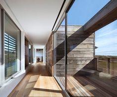 brise-vue balcon en bois et revêtement de sol extérieur