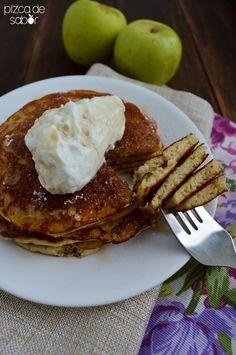 Hot cakes o panquecas de manzana y yogurt | http://www.pizcadesabor.com
