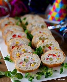Smaczna Pyza: Kolorowe kanapki z nadziewanej bagietki Appetizer Salads, Appetizer Recipes, Salad Recipes, Appetizers, Healthy Snacks, Healthy Eating, Healthy Recipes, Czech Recipes, Ethnic Recipes