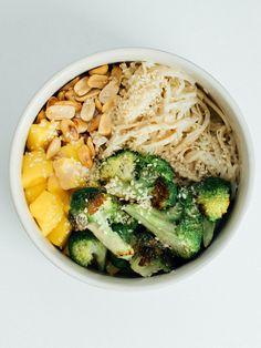 Hummus, Risotto, Bowls, Mango, Ethnic Recipes, Food, Serving Bowls, Manga, Essen