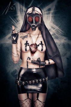 (artiste non connu, unknown artist) Dark Gothic, Gothic Art, Fetish Fashion, Fashion Art, Zombie Nurse, Aztecas Art, Chicano Art, Cosplay, Metal Girl