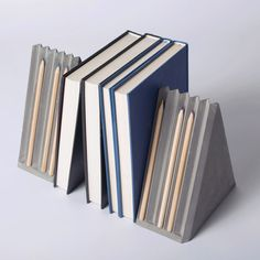 Chinese studio Umn Design's V-pleats series of concrete stationery is based on the geometric shapes made by folding paper Cement Design, Cement Art, Concrete Cement, Concrete Furniture, Concrete Crafts, Concrete Projects, Wood Design, Cool Desk Accessories, Decorative Accessories