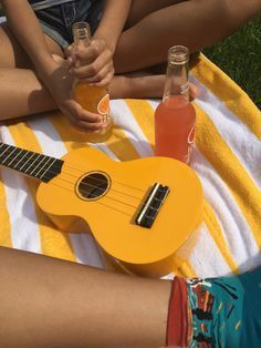 ideas party aesthetic yellow for 2019 Yellow Aesthetic Pastel, Orange Aesthetic, Aesthetic Colors, Aesthetic Collage, Retro Aesthetic, Aesthetic Pictures, Music Aesthetic, Aesthetic Bedroom, Summer Aesthetic