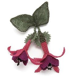 This Pin was discovered by fil Needle Tatting, Needle Lace, Needle And Thread, Seed Bead Flowers, Beaded Flowers, Crochet Flowers, Lace Making, Flower Making, Bead Crochet