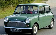Vintage Lifestyle Vintage Trucks The Original Mini Cooper was voted the greatest car ever to be built and assembled in Britain (my pa. Classic Chevy Trucks, Classic Cars, 1960s Britain, Living In England, Vintage Trends, Vintage Ideas, E Type, Beach Holiday, Vintage Bicycles