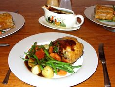 Jenny Eatwell's Rhubarb & Ginger: Minced Beef Wellington - a Jamie Oliver favourite. Beef Wellington Jamie Oliver, Beef Wellington Recipe, Clean Plates, Puff Pastry Sheets, All Vegetables, Frozen Peas, Gravy, Main Dishes, Food And Drink