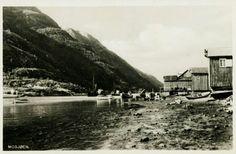 Nordland fylke Vefsn Kommune Mosjøen Næroversikt båter og flere naust nede ved sjøen. Ubrukt 1940. Utg Joh. Petersen