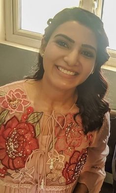 Samantha Images, Samantha Ruth, Casual Work Outfits, Work Casual, Beautiful Dress Designs, Beautiful Dresses, Hot Actresses, Indian Actresses, Hair Style Vedio