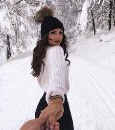 White knit sweater with a black beanie. visit daily dress me at Fall Winter Outfits, Autumn Winter Fashion, Casual Winter, Daily Dress Me, Shotting Photo, Winter Instagram, Disney Instagram, Nature Instagram, White Knit Sweater