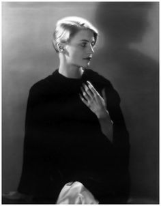 Much More Than a Muse: 25 Beautiful Black and White Photos of Lee Miller Taken by Man Ray in Paris From 1929 to 1932 ~ vintage everyday Lee Miller, Photo D Art, Foto Art, Black And White Portraits, Black And White Photography, Female Photographers, Portrait Photographers, Man Ray Photos, Sculpture Textile
