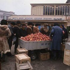 Anul este 1986, iar Bucureștiul arată mai șters caniciodată, într-o serie de fotografii realizate de fotograful ungur Tamas Urban, aflat probabil într-o excursie prin România. În anul în care Stea…