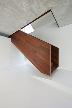 Your daily dose of Inspiration: Fancy – Floating wood staircase Wood Staircase, Stair Handrail, Staircase Design, Staircase Ideas, Timber Stair, Architecture Design, Staircase Architecture, Interior Minimalista, Modern Stairs
