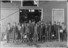 The History Place - Child Labor in America Lewis Hine Photos - Group Portraits: At 5 p., boys going home from Monougal Glass Works. One boy remarked, De place is lousey wid kids. Fairmont West Virginia, Virginia Occidental, West Virginia History, Fotografia Social, Lewis Hine, Rare Historical Photos, Marion County, Appalachian Mountains, Appalachian People