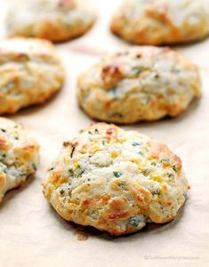 These biscuits are the best and couldn't be easier! Savory Sour Cream Cheddar and Chives Drop Biscuits Recipe from shewearsmanyhats.com #biscuits