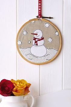Make Christmas hoop art with our tutorial / Crafts Beautiful, December Christmas Applique, Christmas Sewing, Christmas Embroidery, Diy Christmas Ornaments, Felt Christmas, Simple Christmas, Christmas Projects, Handmade Christmas, Holiday Crafts