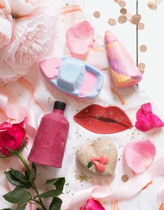 My top picks from the Lush Valentines range this year! Lush Aesthetic, Lip Scrub Homemade, Homemade Facials, Lush Store, Lush Cosmetics, Homemade Cosmetics, Shower Jellies, Lush Products, Beauty Products