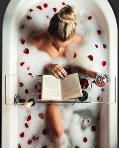 new Ideas bath photography boudoir rose petals Entspannendes Bad, Milk Bath, Ways To Relax, Foto Pose, Spa Day, Bath Time, Bath Bombs, Bath And Body, Good Books
