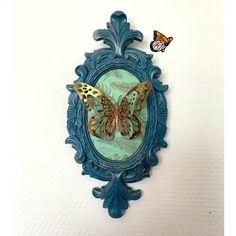 seconde vie pour ce cadre 23.5 cm x 11.7 cm . Couleur Bleu canard patine cire or . Papillon paper cut . Butterfly Frame, Creations, Clock, Etsy, Unique, Gold, Handmade, Antique Frames, Surfboard Wax