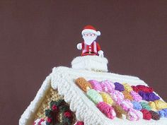 This is the 15th in a series of 24 linked patterns, published daily in December 2014, to decorate a knitted Gingerbread House. The pattern for the house itself is published separately.
