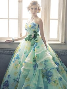 Pin by We& Pinners. on Gowns! Fabulous Dresses, Beautiful Gowns, Pretty Dresses, Stunning Dresses, Wedding Dress Patterns, Colored Wedding Dresses, Ball Gown Dresses, Prom Dresses, Formal Dresses