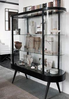 Inspiratieboost: 11x vitrinekasten voor in de woonkamer - Roomed