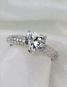 Anello con diamante a cuore