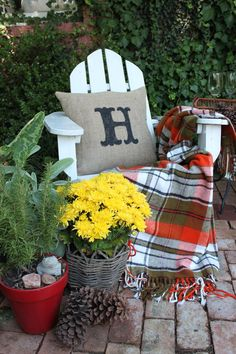 "Fall Patio Decor and Painted Burlap ""H"" Pillow tutorial - I need one of those!!!"