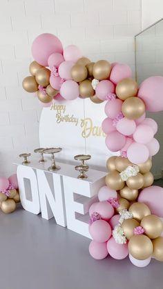 First Birthday Balloons, Girl First Birthday, Teenager Birthday, Birthday Party For Teens, Women Birthday, Birthday Party Games, Birthday Woman, Rainbow Party Decorations, Birthday Balloon Decorations