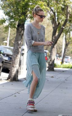 Kate Bosworth Photos - Actress Kate Bosworth made her way out of the Byron and Tracey Salon in Los Angeles, California on April 2012 wearing a grey sweater, blue skirt and sneakers. - Kate Bosworth Exits The Salon Isabel Marant, Tweed, Kate Bosworth Style, Casual Day Outfits, Work Outfits, Casual Wear, Cooler Stil, Girl Fashion, Fashion Looks
