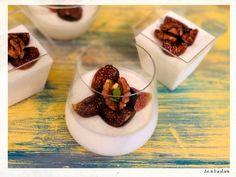 Panna cotta cu iaurt grecesc si smochine Panna Cotta, Creme Brulee, Deserts, Snacks, Ethnic Recipes, Zen, Gluten, Food, Greece